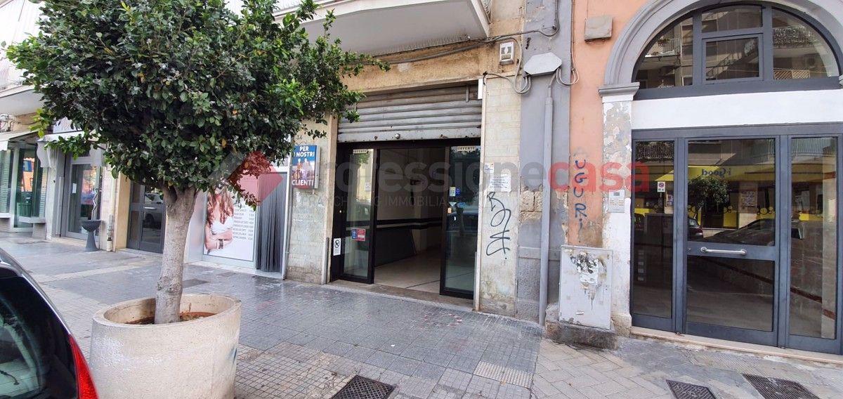 Magazzino in affitto a Bari, 9999 locali, prezzo € 2.000 | CambioCasa.it